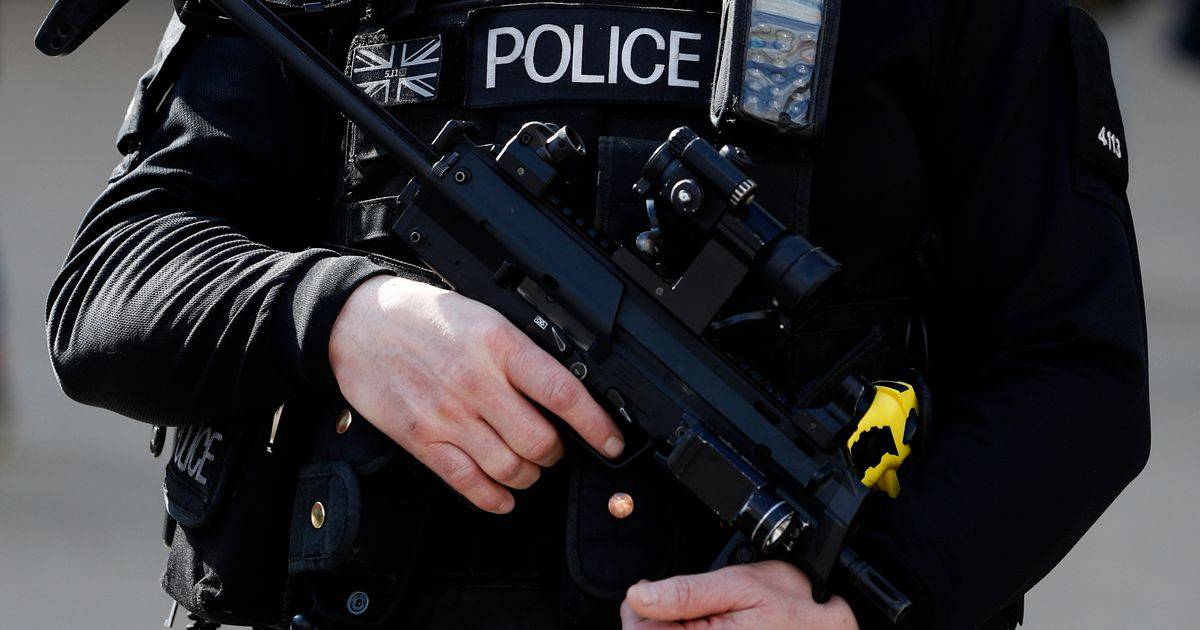 GFATF - LLL - UK police auhorities arrested a man on suspicion of terrorism offences at the Luton airport